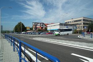 Autobusy znástupišťa po novom vychádzajú doprava.