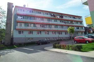 V bývalej slobodárni mesto vlastní päť bytov. Prvý je už na predaj.