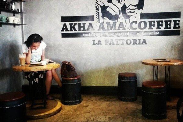 Kaviareň Akha Ama neláka len turistov. Dobrú kávu tu oceňujú aj miestni.