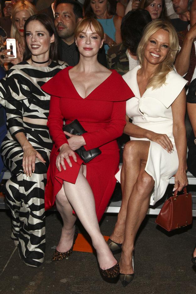 Coco Rocha, Christina Hendricks a Pamela Anderson na prehliadke Christiana Siriana