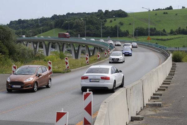 Nedokončený privádzač na diaľnicu smerom na Poprad v Prešove.