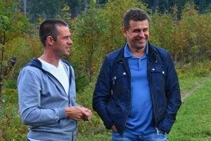 Minister životného prostredia SR László Sólymos (vpravo) a ochranár a dokumentarista Erik Baláž počas prehliadky Tichej doliny.