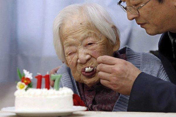 Okawaová sa narodila 5. marca 1898 do rodiny výrobcu kimon.