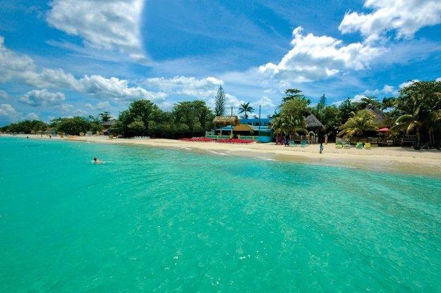Na Jamajke nájdete famózne pláže Karibiku.