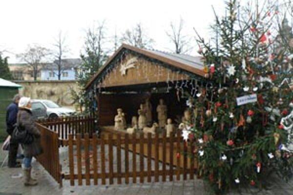 Aj betlehem dotvára vianočnú atmosféru v centre Prievidze.