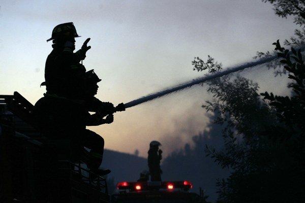Hasiči už požiare dostali pod kontrolu.
