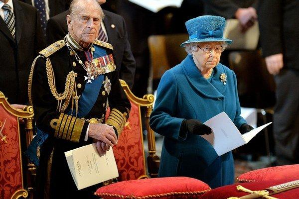 Britská kráľovná Alžbeta II. a princ Philip na spomienkovom ceremoniáli v londýnskej Katedrále sv. Pavla.
