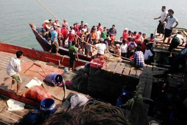Loď štátnych služieb bolo preplnené neregistrovanými pasažiermi.