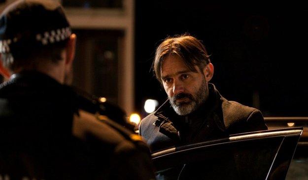 Baltasar Kormárkur ako lekár na hrane zločinu vo filme Prísaha.