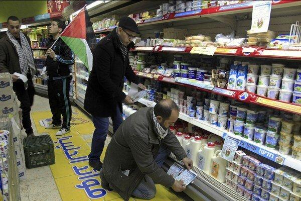 Aktivisti chcú zadržiavať tovar šiestich izraelských potravinárskych spoločností.