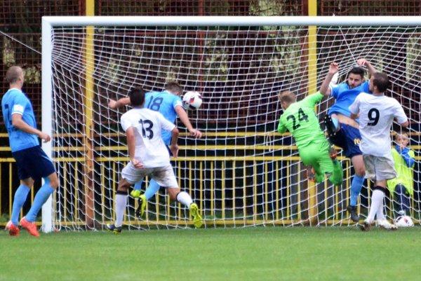 V Žabokrekoch pri Martine otváral skóre po rohu hlavou Jan Shejbal. Nitra nakoniec remizovala 1:1.