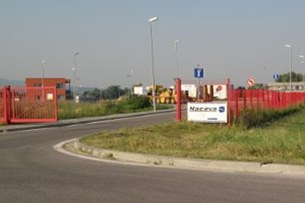 Vstupná brána do priemyselného parku.