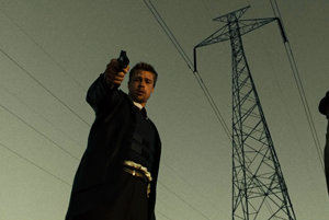Brad Pitt a Morgan Freeman vo filme Sedem.
