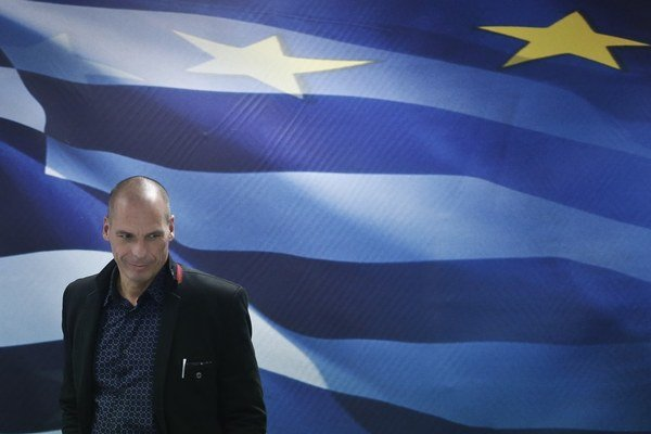 Grécky minister Yanis Varoufakis presviedča Európu, aby zmenila podmienky pomoci.