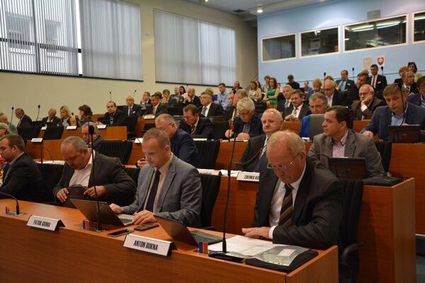 Tretia úprava rozpočtu Žilinského samosprávneho kraja (ŽSK) navýšila jeho stav o 767 577 eur.