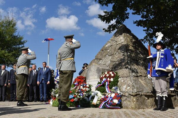 Na snímke pietny akt kladenia vencov pri Pamätníku hurbanovských bojov v rámci osláv Dňa Ozbrojených síl Slovenskej republiky.