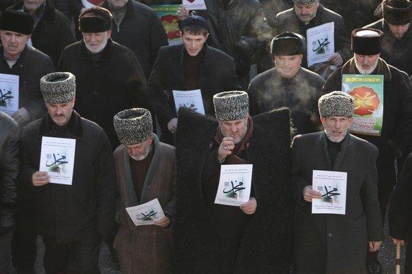 Protest proti Charlie Hebdo v Groznom.