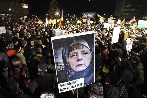 Heslo protestov je nemeckým paslovom roka.