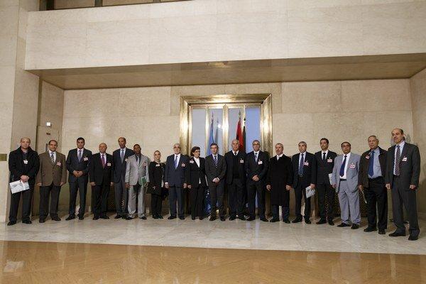 Líbyjská delegácia rokuje vo Švajčiarsku o mieri.