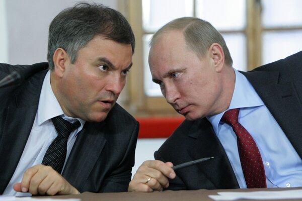 Archívna snímka z roku 2011. Vjačeslav Volodin a Vladimir Putin.