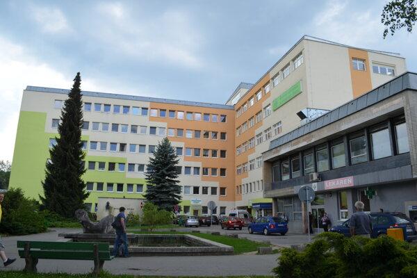 Župe  sa taktiež darí znižovať modernizačný dlh, ktorý zdedila s nemocnicami.