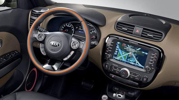 Interiér modernizovaného modelu môže oživiť dizajnová línia Orange