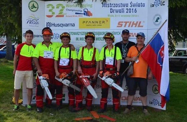 Slovenskú výpravu na majstrovstvách sveta v práci s motorovou pílou tvorili Oravci.