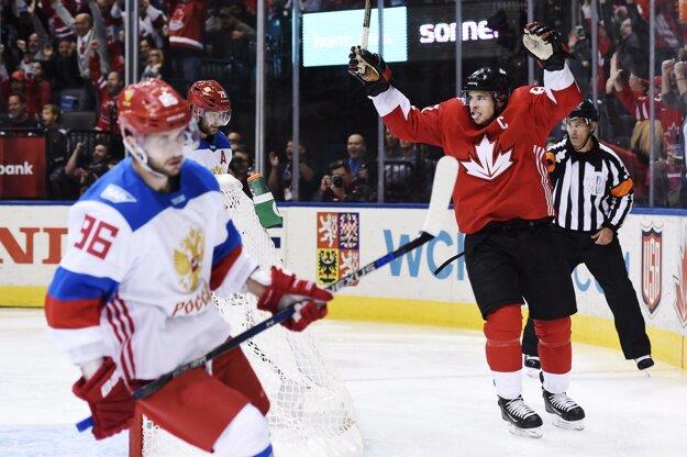 Sidney Crosby sa teší z gólu svojho spoluhráča Brada Marchanda, na ktorý prihrával. Rusi smútia.