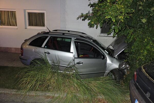 Za volantom auta zomrel 68 ročný muž.