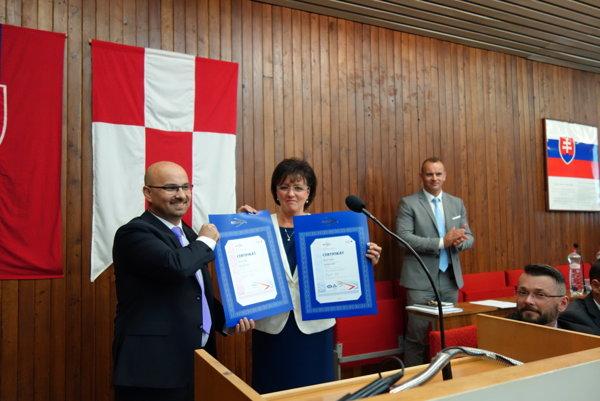 Certifikát odovzdali mestu počas rokovania mestského zastupiteľstva, prevzala ho primátorka Lenka Balkovičová.