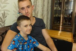 Martinko Kupec (10) s bratom Šimonom (16).