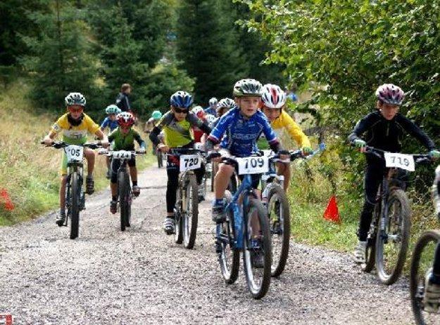 Mladí pretekári v Bike parku Malinô Brdo.