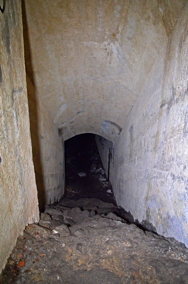 Takto vyzeralo vnútro kaverny pred začiatkom obnovy.