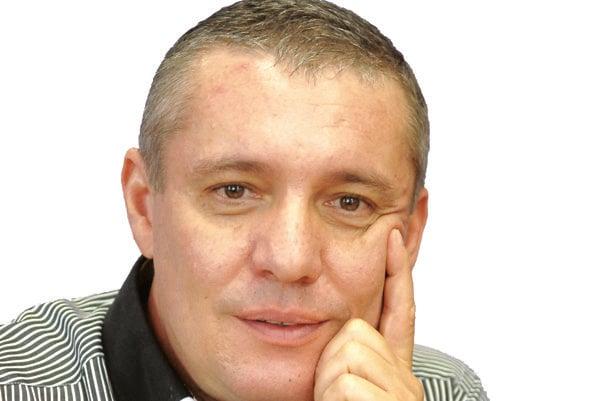 MUDr. Miroslav Glück. Je majiteľom jednej z najstarších kliník a pôsobí aj ako viceprezident Slovenskej laseroterapeutickej spoločnosti SLS.