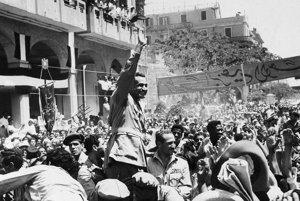 Inváziu Británie a Francúzska vyprovokovalo znárodnenie Suezského prieplavu, ktoré egyptský prezident Gamál Abd Násir oznámil 26. júla 1956.