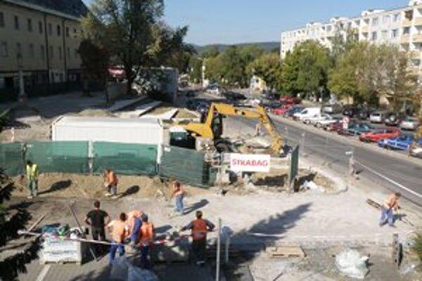 Obnova pešej zóny by mala byť dokončená v máji 2012.