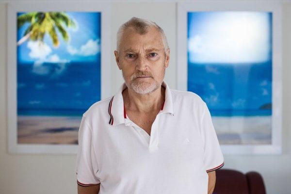 Kvôli vysokému doplatku prišiel v minulosti takmer o život bývalý učiteľ Július Pollák. Štátna poisťovňa mu na liek dlho nechcela dať výnimku a preplatiť ho.