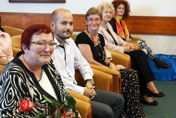 Na slávnosti sa zúčastnila aj manželka Ondreja Čiliaka Mária (vľavo) a jeho syn Miloslav.