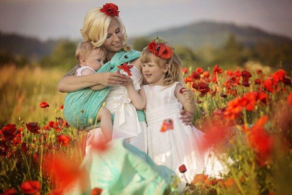 Poradkyňa pri dojčení anosení detí Adriana Kráľová.