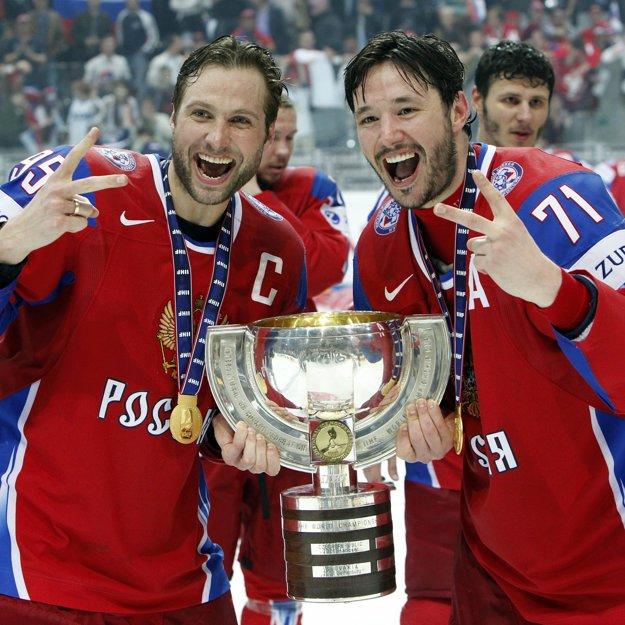 Patrí medzi žijúce legendy ruského hokeja. Iľja Kovaľčuk (vpravo) získal z majstrovstiev sveta dve zlaté, dve strieborné a dve bronzové medaily.