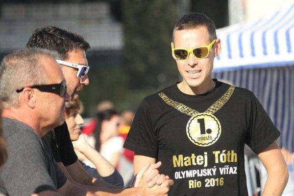 Matej Tóth patril medzi hlavných organizátorov podujatia. Na snímke v debate s trénerom Matejom Spišiakom.