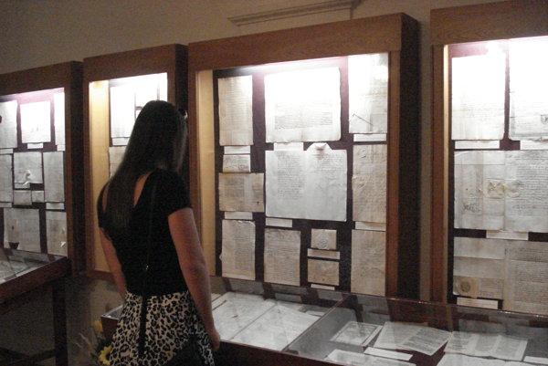 Výstava vSpišskom archíve. Prezentuje výber originálnych archívnych dokumentov.