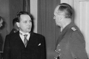 Slovenský minister Matúš Černák (vľavo) vrozhovoresJoachimom von Ribbentropom, ministrom zahraničných vecí Nemecka, vBerlíne vnovembri 1939.