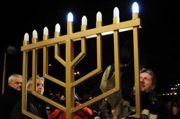 Slávenie židovského sviatku Chanuka v Košiciach.
