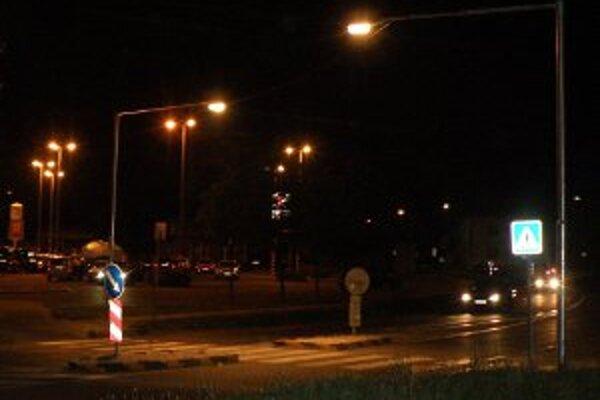 Výrazné svetlo by malo na priechodoch chrániť chodcov.