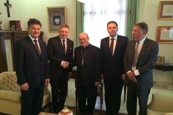 Na stretnutí ho sprevádzali podpredseda vlády a minister zahraničných vecí a európskych záležitostí Miroslav Lajčák a podpredseda vlády a minister financií Peter Kažimír.