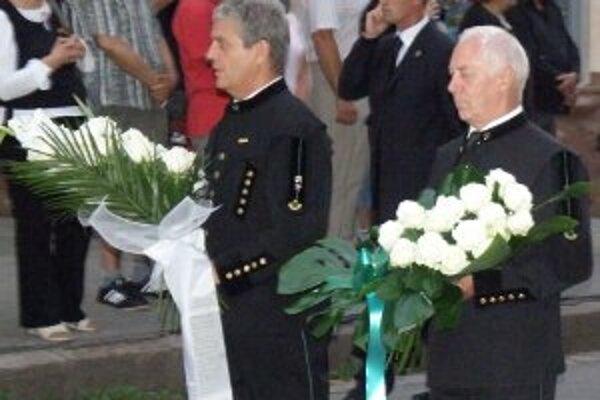 Biele ruže sa stanú symbolom spomienky na mŕtvych baníkov.