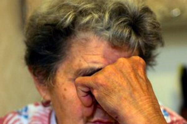 Dôchodcovia sa stávajú často obeťami podvodníkov.