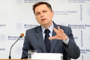 Peter Kažimír sa zúčastnil záverečného rokovania ministrov financií krajín eurozóny. Verejnosti vraj nevysvetlil podstatné fakty.