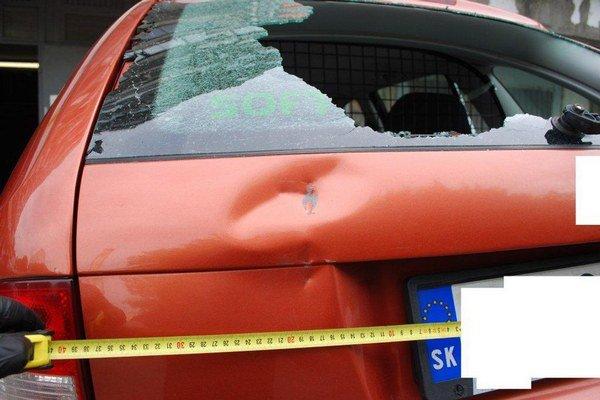 Škoda na vozidlách je viac ako 6600 eur a krádežou spôsobil škodu 600 eur.